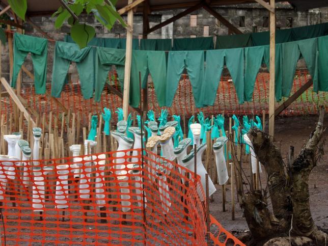 ebola. cuidados. vestuario desinfectado