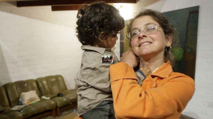 1. Lori Berenson, junto a su hijo Salvaoor, ahora de 6 años, ambos expulsados a perpetuidad..jpg