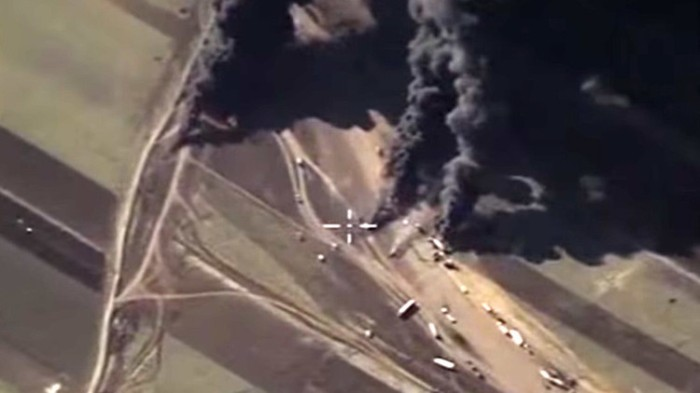 Caravana de petroleo robado a Siria por el EI