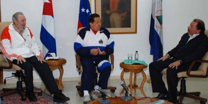 Fidel, Chavez y Ortega.png